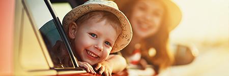 Przewożenie dzieci w samochodzie - zasady i praktyka